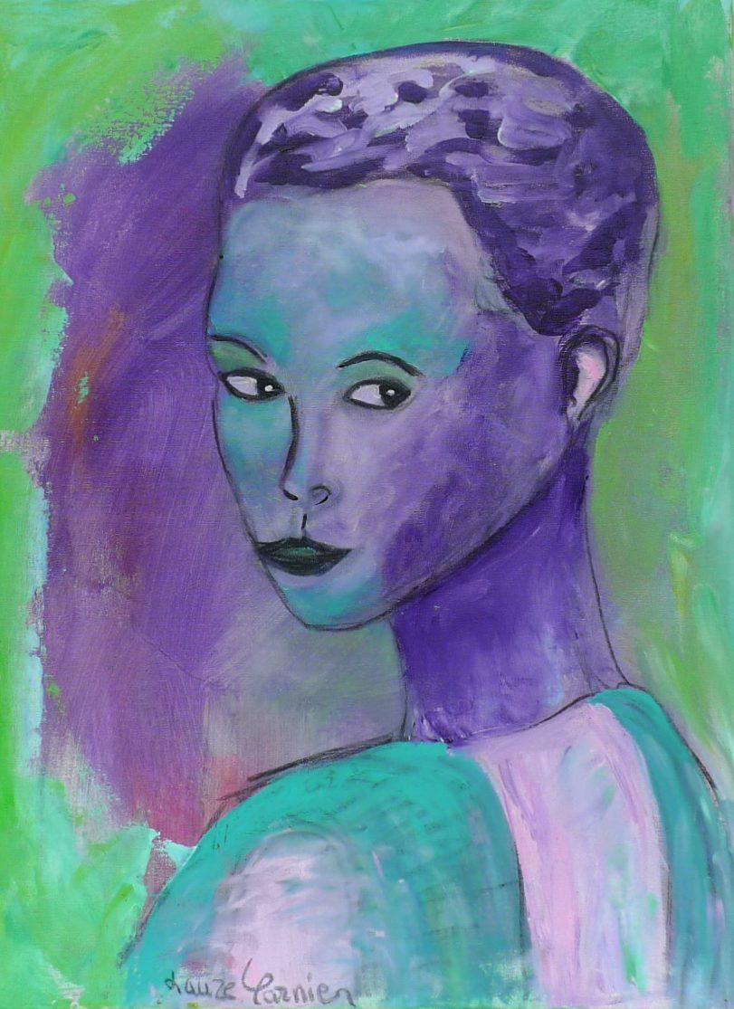 Femme en violet et vert